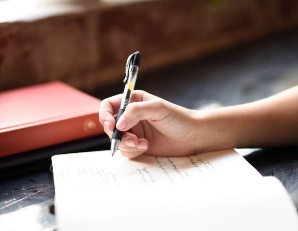 paper-diaries-pen-writing